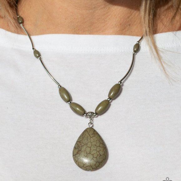 3/$20 Paparazzi Explore The Elements Green Cracked Stone Necklace & Earrings Set